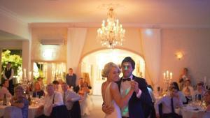 chapas para los invitados de una boda